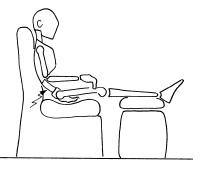 sedersi scorrettamente, con gambe all'altezza del bacino e senza sostegno lombare